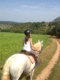 fille a cheval