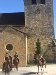 cavalier devant eglise